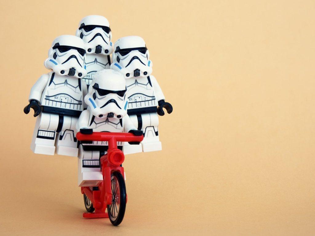 Star Wars Lego-Figuren als Symbol fuer Teamwork
