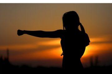 Schatten einer Frau, die boxt
