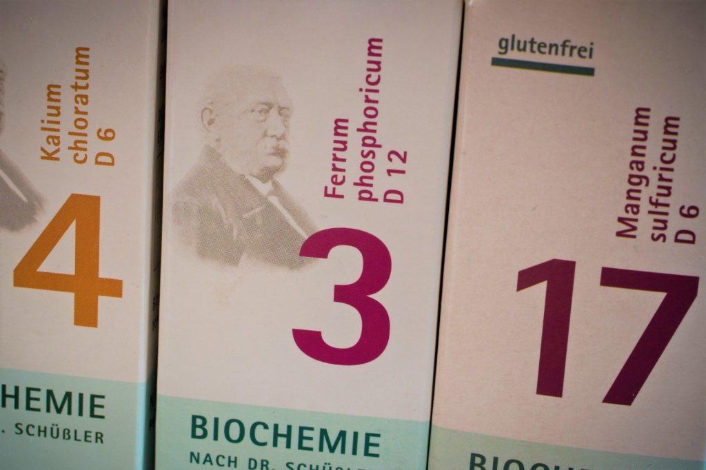 Verpackung von drei verschiedenen Schüsslersalzen, Kalium chloratum, Ferrum phosphoricum und Manganum sulfuricum